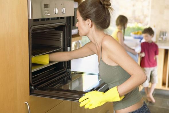 Как очистить духовку от жира без химии: полезные советы