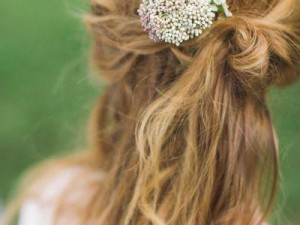 field-fresh-flowers-in-your-hair-wedding-hairstyles-pinterest